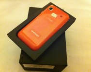 Samsung Galaxy S Pink lelong untuk kebajikan
