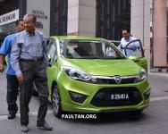 Tun Dr Mahathir pandu Proton Iriz