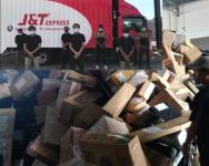 Pekerja J&T tampil mohon maaf – J&T Ekspress Perak